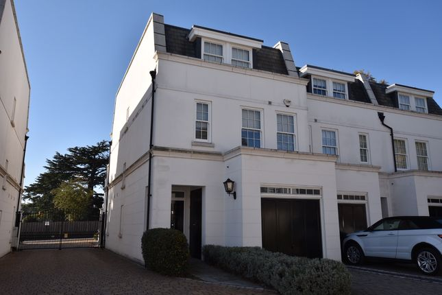 Thumbnail Town house to rent in Winkfield Road, Ascot