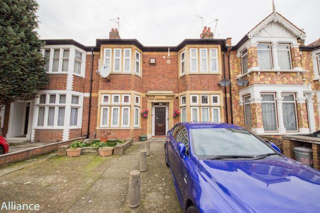 Thumbnail Flat for sale in Kensington Gardens, Ilford