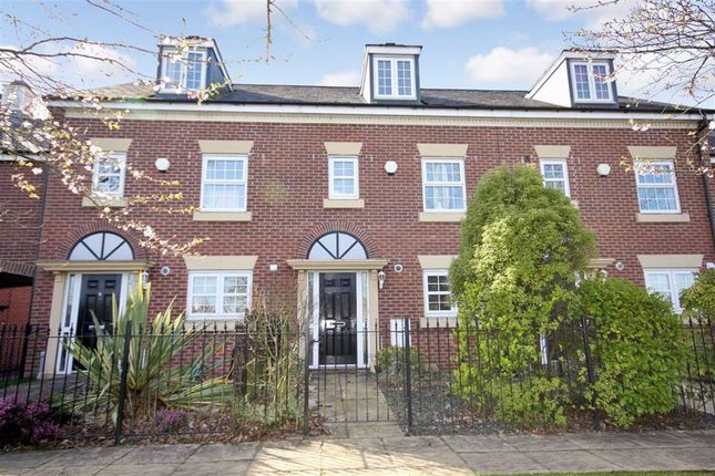 3 bed mews house for sale in Farington Court, Farington, Leyland PR25