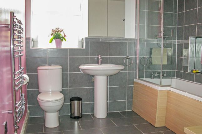 Main Bathroom of Station Road, Brandon, Coventry CV8