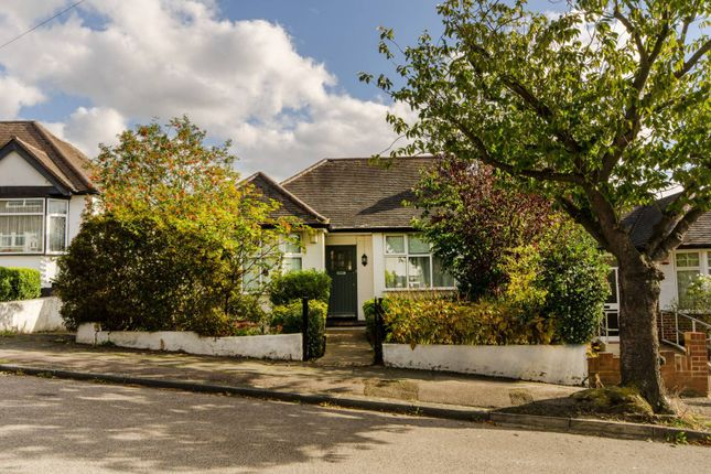 Thumbnail Bungalow to rent in Featherstone Road, Mill Hill