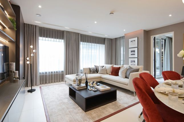 "2 bedroom flat for sale in ""Landmark Place"" at Lower Thames Street, London"
