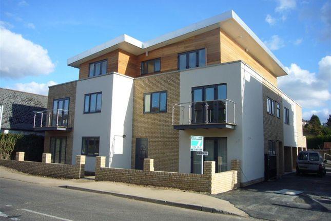 Thumbnail Flat to rent in Wellington Court, St. Albans Hill, Hemel Hempstead