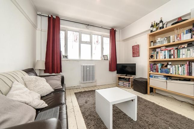 2 bed flat to rent in St Johns Road, Battersea, London SW11