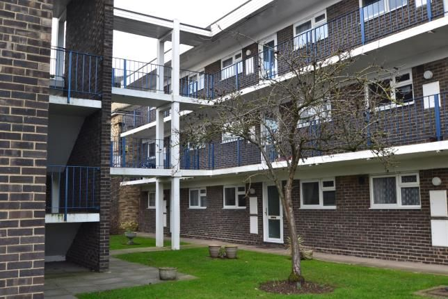 2 bed maisonette for sale in Goldlay Avenue, Chelmsford, Essex