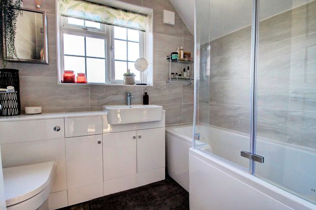 Bathroom of Northern Avenue, Donnington, Newbury RG14