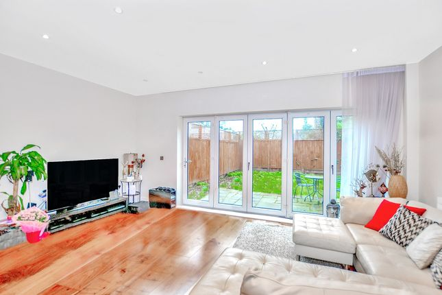 Thumbnail Terraced house to rent in John Bull Place, Chiswick