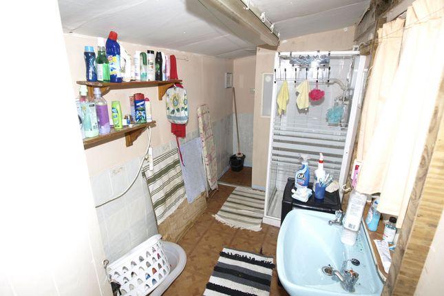 Shower Room of Berrywell Bungalow, Kirkwood Bridge, Springvale S36