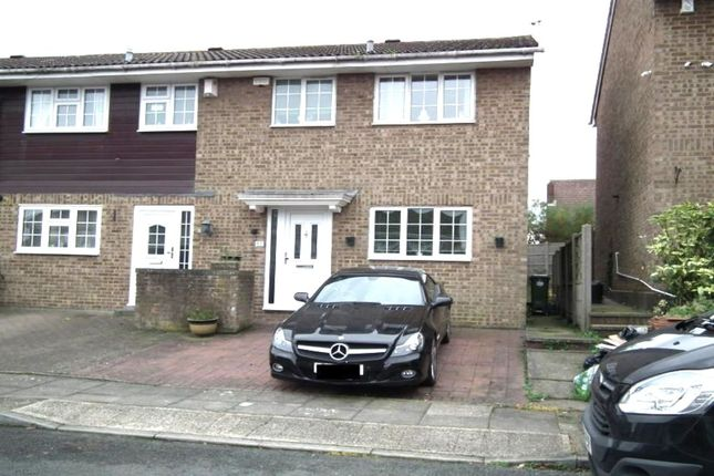 3 bed property for sale in Myrtle Close, Erith