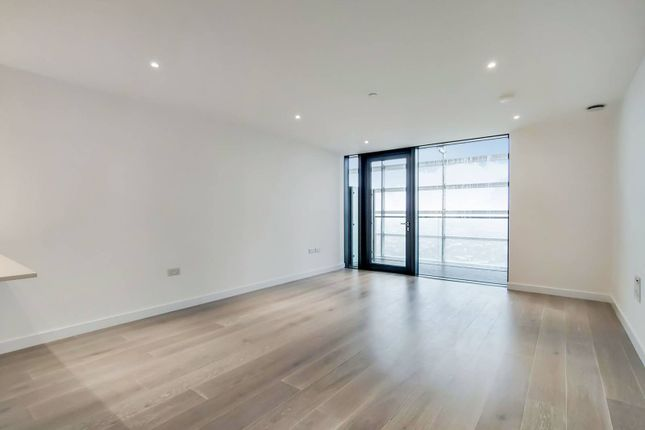 Thumbnail Flat for sale in City North East Tower, Finsbury Park, London