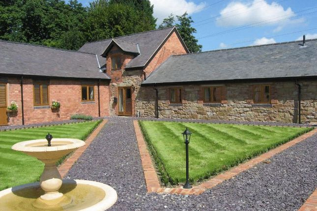 Thumbnail Barn conversion to rent in Pickering Court, Rhostyllen, Wrexham