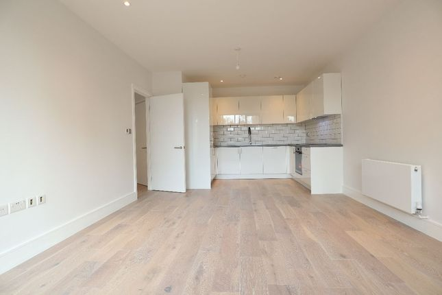 2 bed flat to rent in Theobald Street, Borehamwood WD6