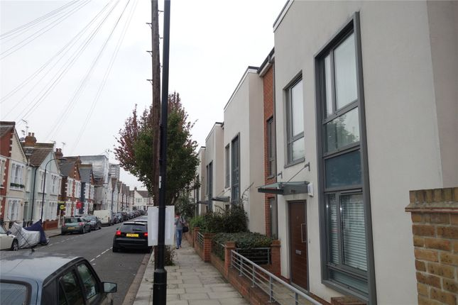 Picture No. 11 of Elbe Street, Fulham, London SW6