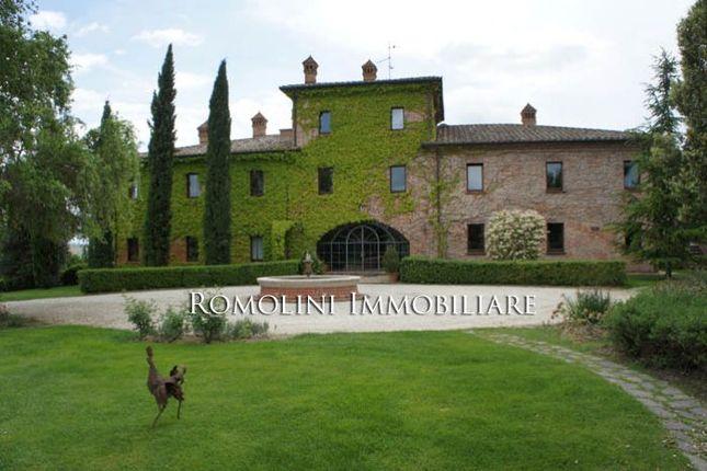 Trasimeno Lake Luxury Villa With Pool For Sale.