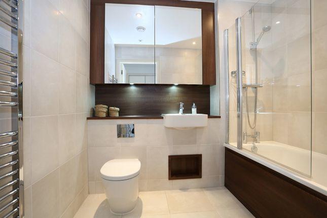 Bathroom of Kennet House, Wandsworth SW18