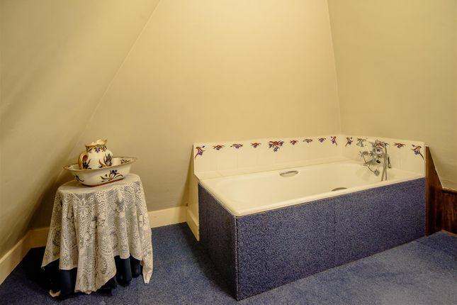En Suite of North End Road, Steeple Claydon, Buckingham, Buckinghamshire MK18