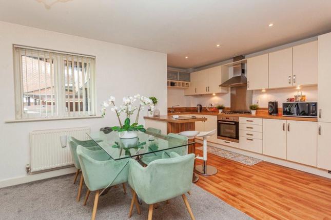 Thumbnail Flat to rent in Govett Avenue, Shepperton