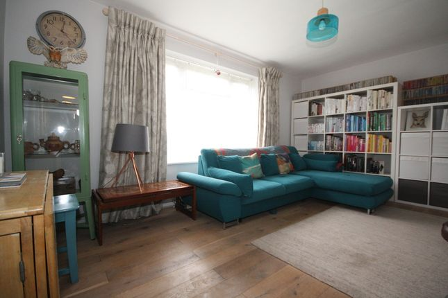1 bed flat to rent in Grove Park Road, London