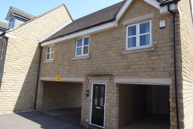 2 bed flat for sale in Plover Road, Lindley, Huddersfield HD3