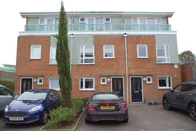 Thumbnail Terraced house to rent in St Johns Close, Tunbridge Wells