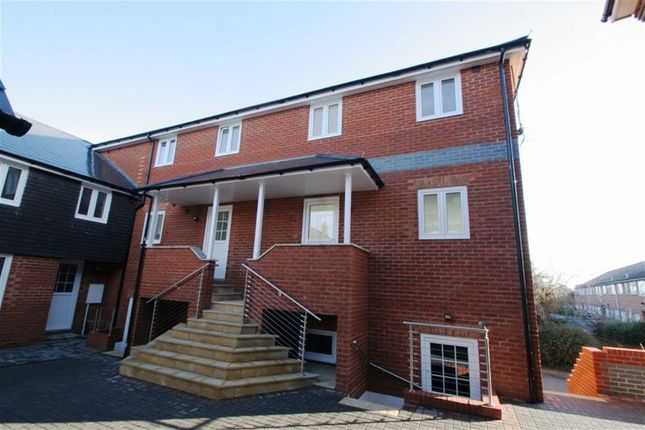Thumbnail Semi-detached house to rent in Station Road, Thatcham