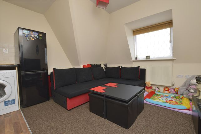Lounge of Straight Road, Romford RM3