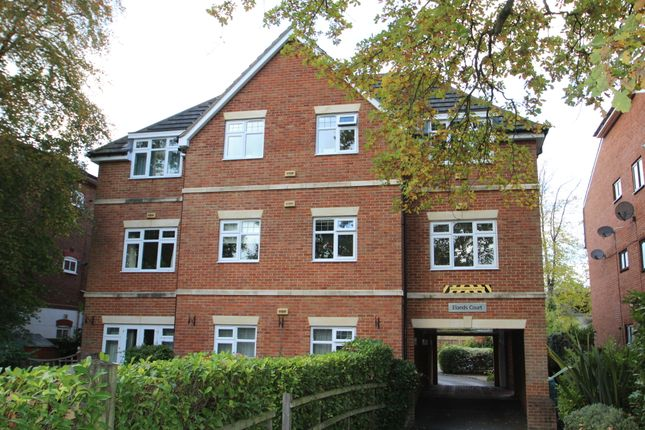 Thumbnail Flat to rent in Park Road, Camberley