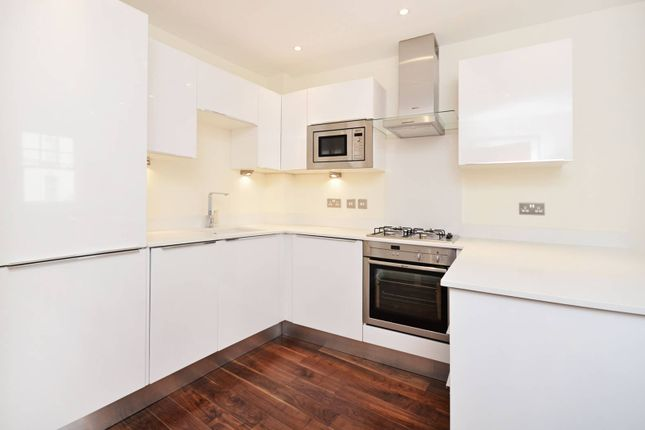Flat to rent in Silver Street, Enfield