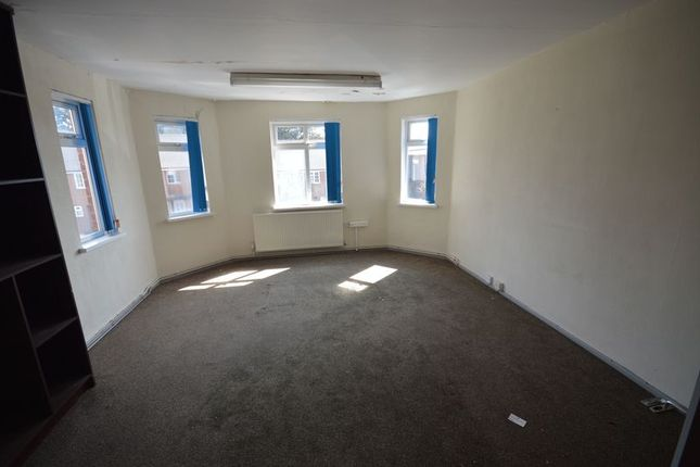 Thumbnail Property to rent in Iliffe Avenue, Oadby, Leicester