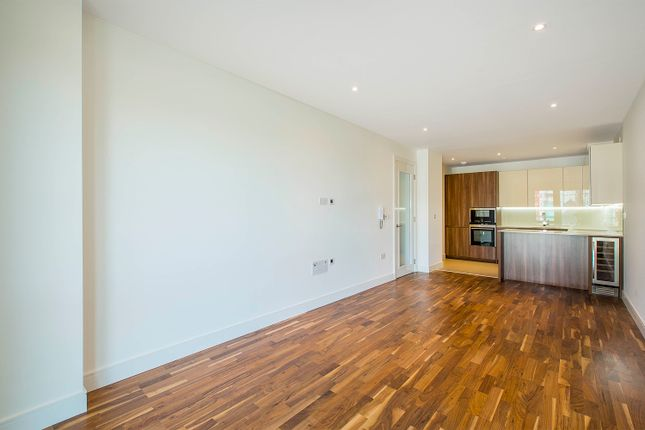 2 bed flat for sale in Juniper Drive, London