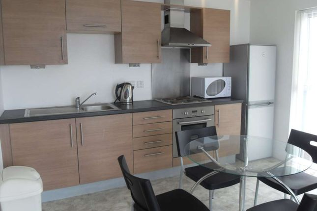 Flat to rent in Stillwater Drive, Manchester