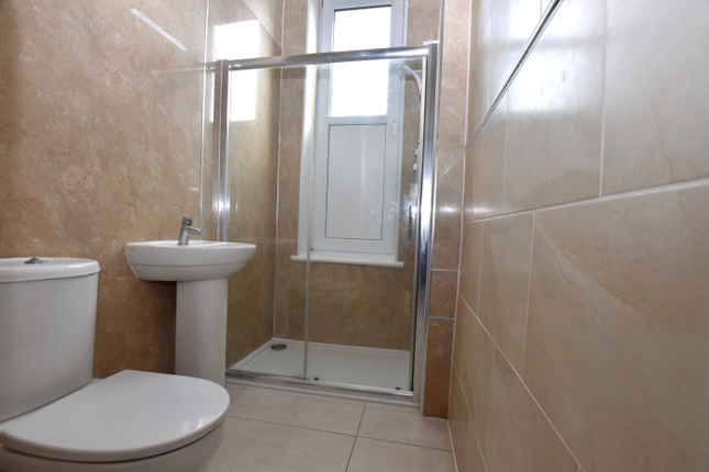 Shower Room of Flat 0/2, 46 Brisbane Street, Greenock PA16