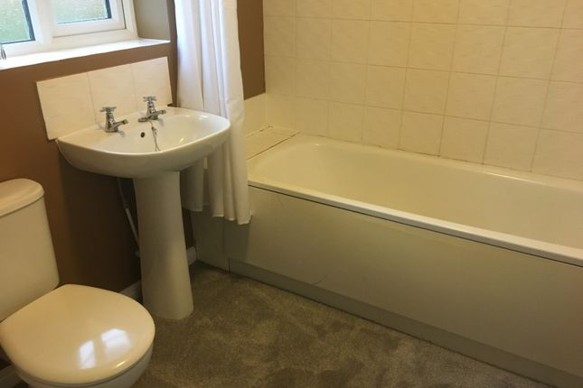 Bathroom of Connaught Road, Scunthorpe DN15
