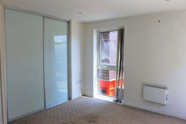 2 bed flat to rent in Trinity One, East Street, Leeds