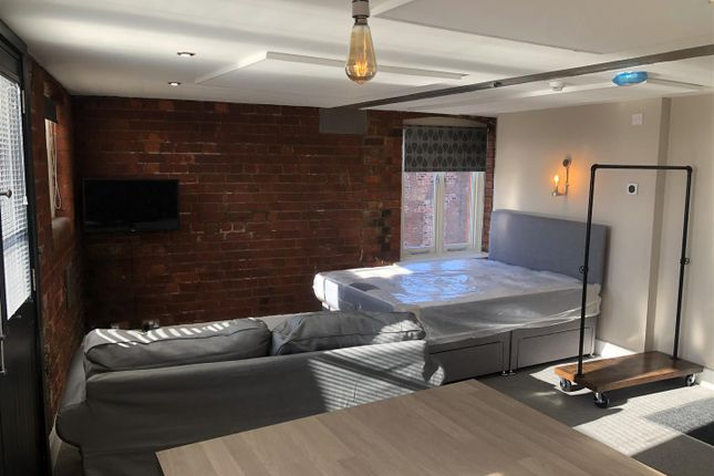 Thumbnail Studio to rent in Pier Street, Humber Street, Hull