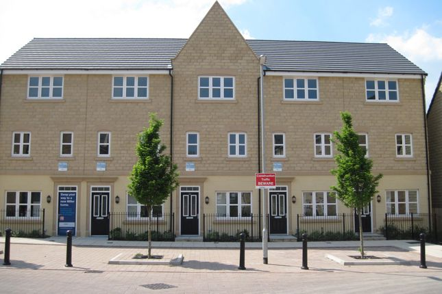 3 bed town house to rent in Providence Court, Dewsbury WF12