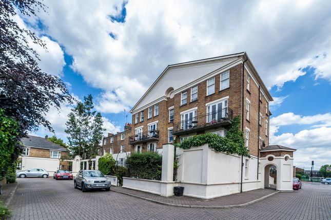 Thumbnail Flat to rent in Sutton Square, Hackney
