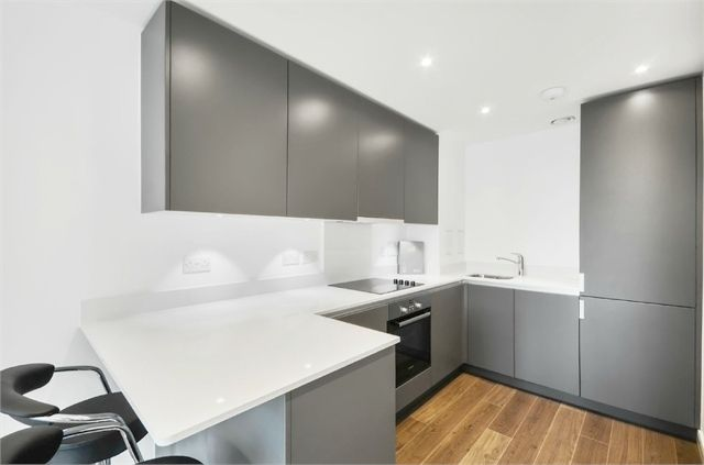 Thumbnail Flat for sale in Pinnacle Apartments, 11 Saffron Central Square, Croydon, Surrey