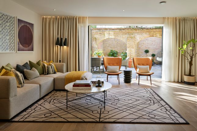 Thumbnail Town house for sale in Bishops Gate, Fulham High Street, London