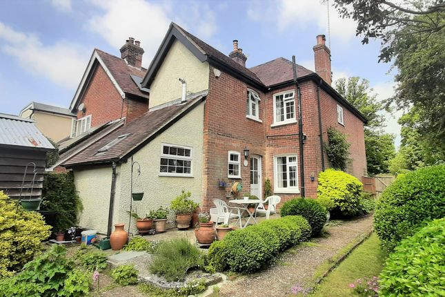3 bed end terrace house for sale in London Road, Rake, Liss GU33