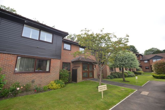 Thumbnail Flat to rent in Heathside Court, Tadworth