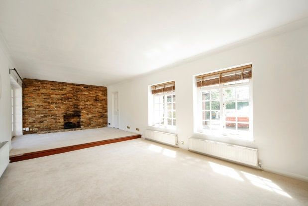 Thumbnail Bungalow to rent in Molesey Park Road, East Molesey