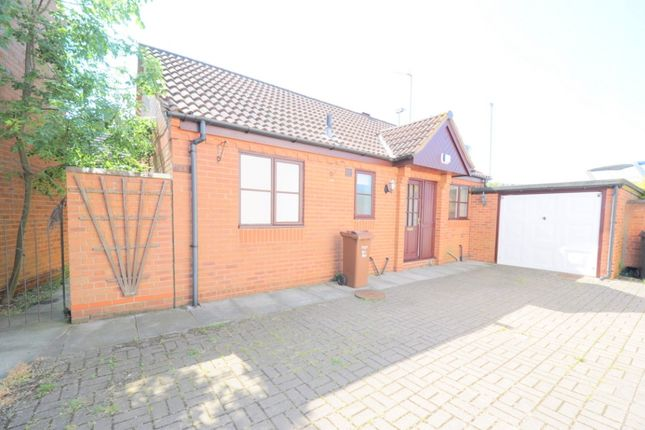 2 bed bungalow to rent in Halyard Croft, Hull HU1