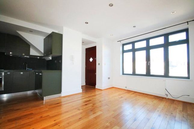 Flat to rent in Witham Road, Ealing, London
