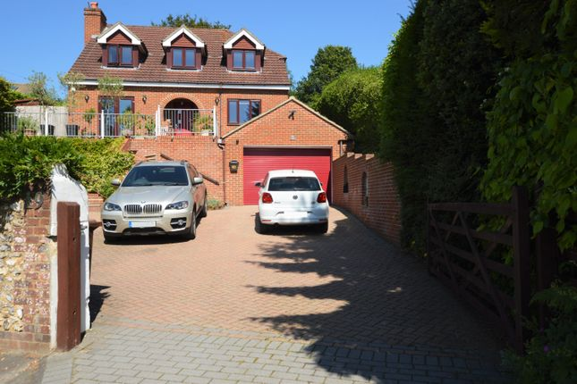Thumbnail Detached house for sale in Havant Road, Horndean