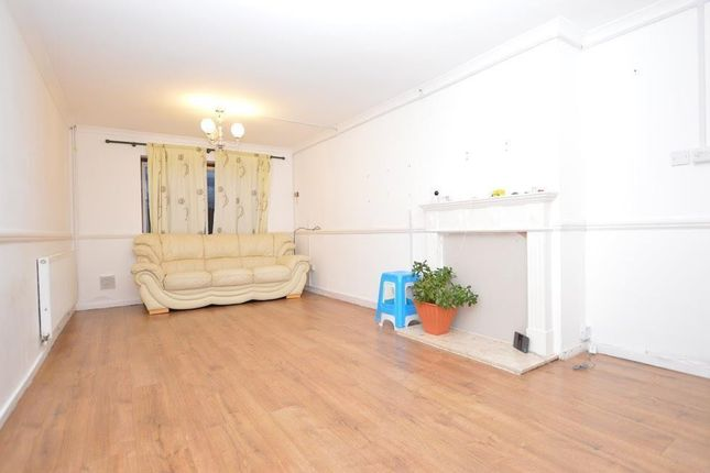 2 bed property to rent in Thorrington Cross, Basildon SS14