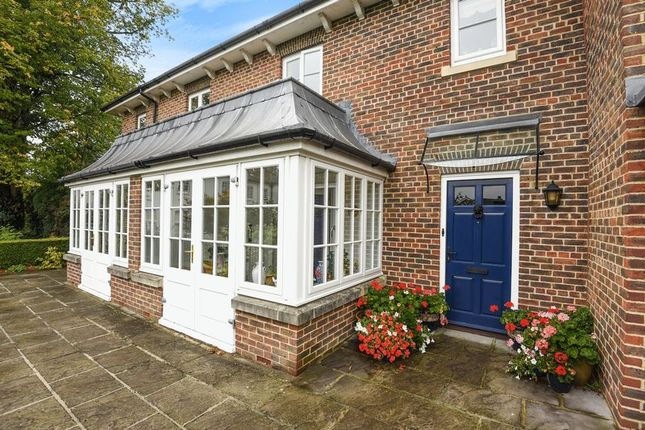 Thumbnail Cottage for sale in Wye House Gardens, Barn Street, Marlborough