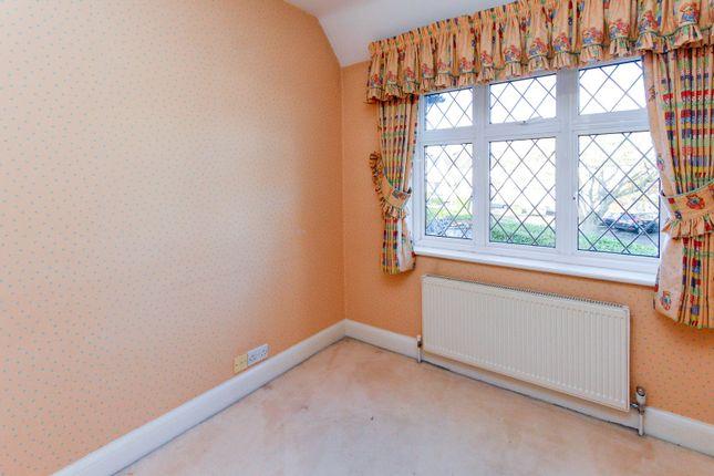 Picture No. 29 of Kings Drive, Edgware HA8