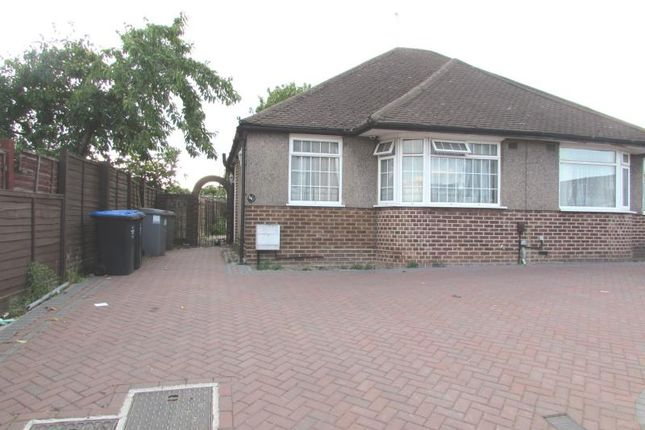 Thumbnail Bungalow to rent in Linthorpe Avenue, Wembley, Middlesex
