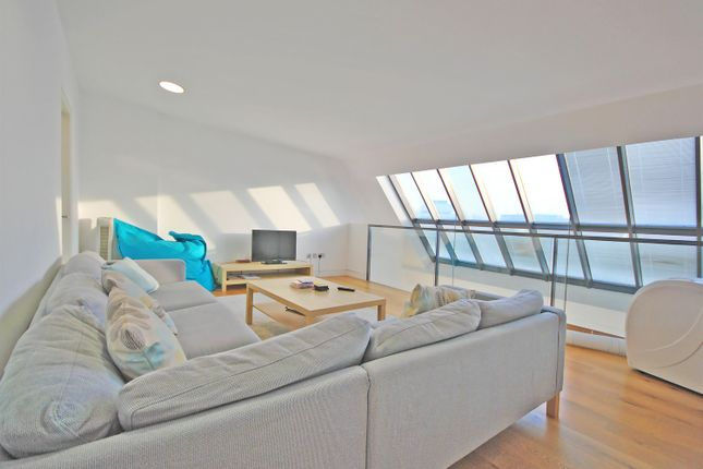 4 bed flat to rent in Curtain Road, London EC2A